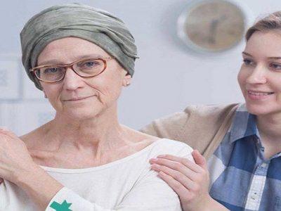 مادر مبتلا به سرطان